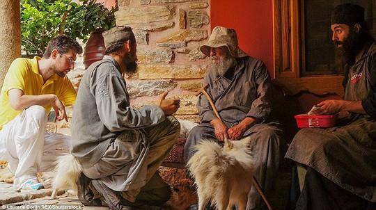 Bí ẩn núi Athos, nơi cấm phụ nữ và trẻ em đặt chân tới - Ảnh 20.