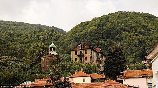 Bí ẩn núi Athos, nơi cấm phụ nữ và trẻ em đặt chân tới - Ảnh 5.