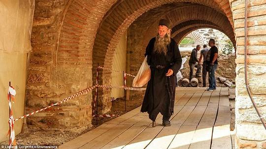 Bí ẩn núi Athos, nơi cấm phụ nữ và trẻ em đặt chân tới - Ảnh 9.
