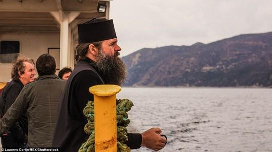 Bí ẩn núi Athos, nơi cấm phụ nữ và trẻ em đặt chân tới - Ảnh 10.