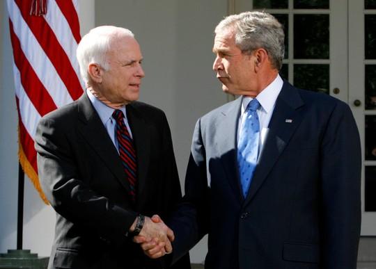 Ông John McCain muốn đối thủ đọc điếu văn tại đám tang mình - Ảnh 4.