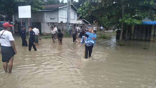 Myanmar: Vỡ đập, 100 ngôi làng ngập trong nước lũ - Ảnh 2.