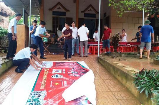 Bố thủ môn Bùi Tiến Dũng mổ trâu thết đãi dân làng cổ vũ Olympic Việt Nam - Ảnh 1.