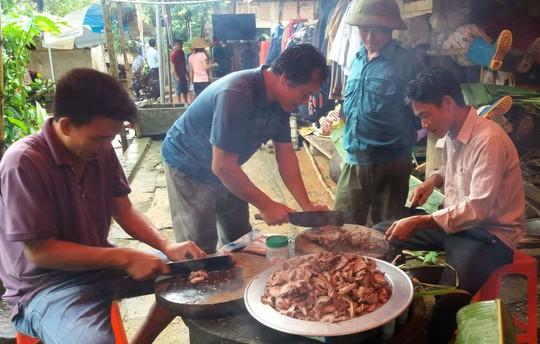 Bố thủ môn Bùi Tiến Dũng mổ trâu thết đãi dân làng cổ vũ Olympic Việt Nam - Ảnh 6.