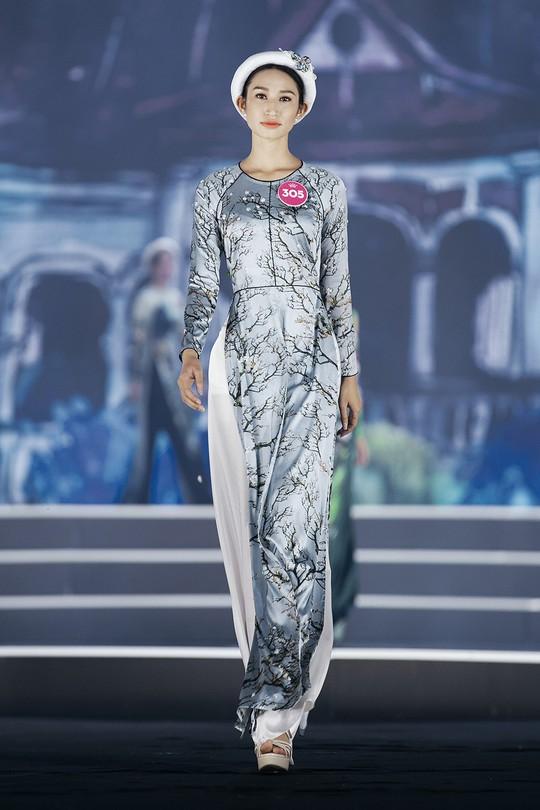 Thí sinh Hoa hậu Việt Nam 2018 duyên dáng với áo dài Ướp hương - Ảnh 7.