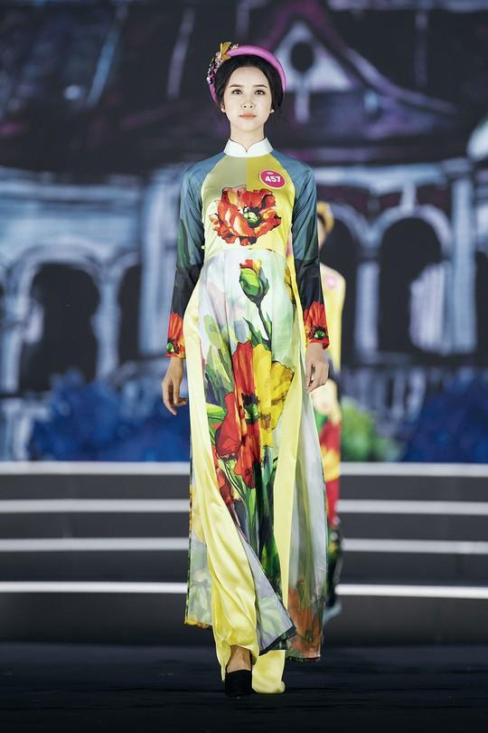 Thí sinh Hoa hậu Việt Nam 2018 duyên dáng với áo dài Ướp hương - Ảnh 9.