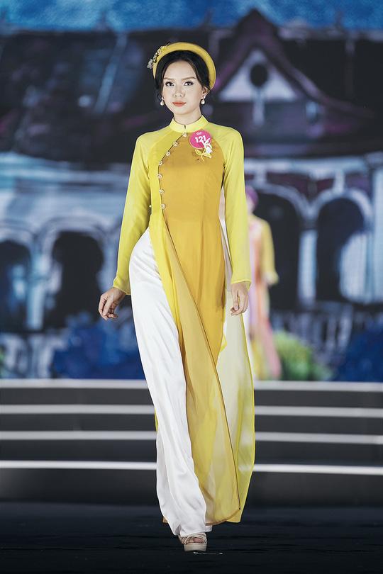 Thí sinh Hoa hậu Việt Nam 2018 duyên dáng với áo dài Ướp hương - Ảnh 17.