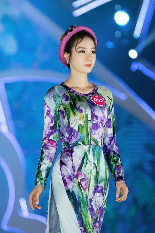 Thí sinh Hoa hậu Việt Nam 2018 duyên dáng với áo dài Ướp hương - Ảnh 3.