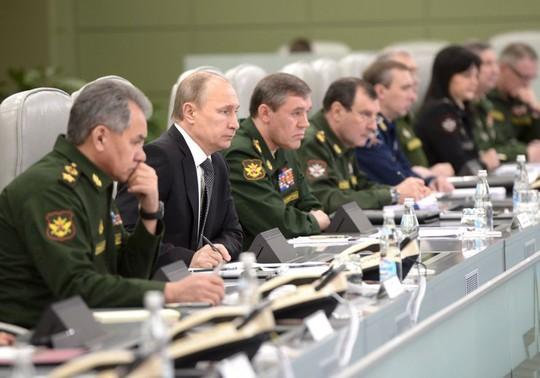 Nga sắp tập trận lịch sử, Tổng thống Putin sa thải 15 tướng - Ảnh 1.