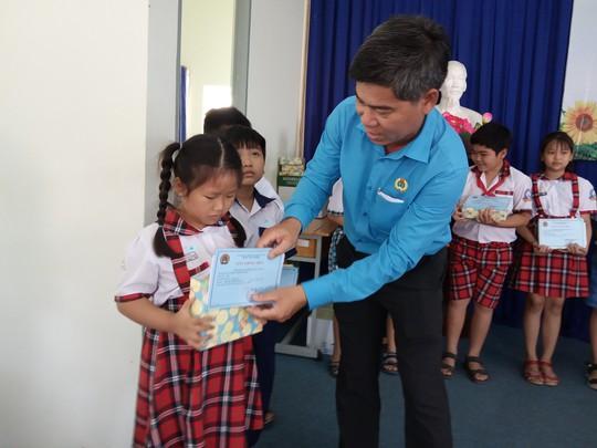 Học bổng Nguyễn Đức Cảnh: Động viên con đoàn viên khó khăn đến trường - Ảnh 1.