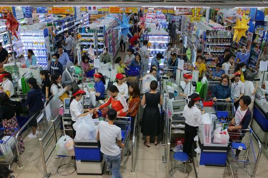 Chợ lo, siêu thị ồ ạt khuyến mãi - Ảnh 1.