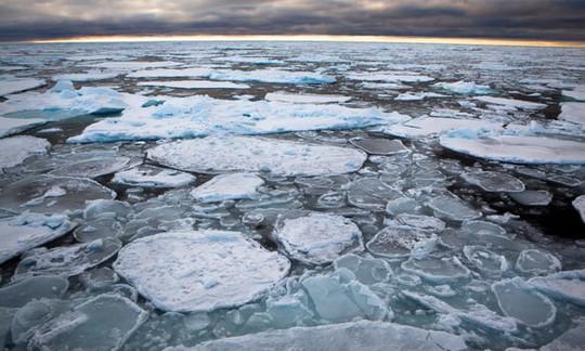 Bể nước ấm khổng lồ đang nung chảy Bắc Cực - Ảnh 1.