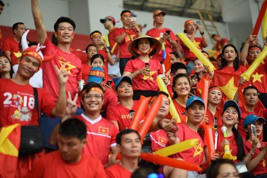 Cổ động viên vẫn đổ xô sang Indonesia ủng hộ Olympic Việt Nam