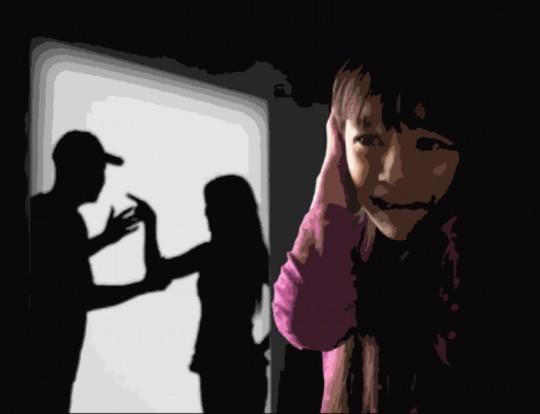 Sống trong bạo hành từ bé đến tận khi làm mẹ - Ảnh 1.