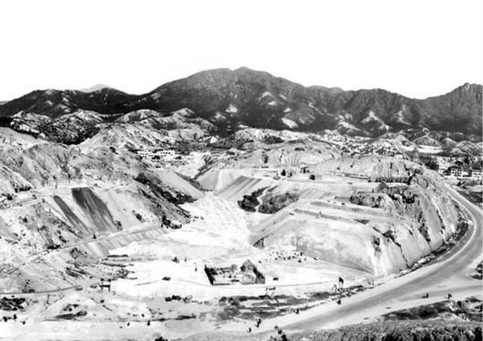 Gia tộc Hồng Kông biến vùng đồi cằn cỗi thành đế chế BĐS - Ảnh 2.