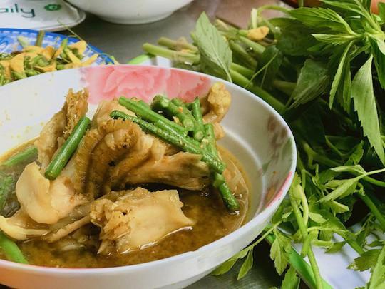 Bún cá Num-bo-chóc mê hoặc khách sành ăn Sài Gòn - Ảnh 2.