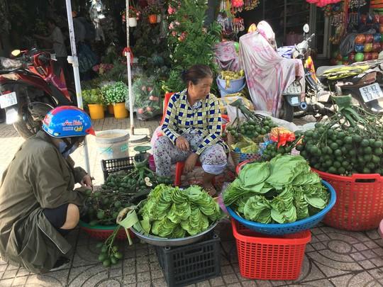 Độc đáo chợ trầu cau giữa lòng Sài Gòn - Ảnh 1.