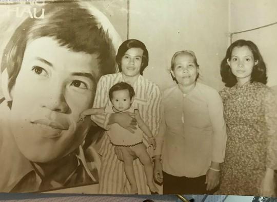 Cầu nguyện cho chồng, vợ NSƯT Giang Châu xuống tóc quy y - Ảnh 2.