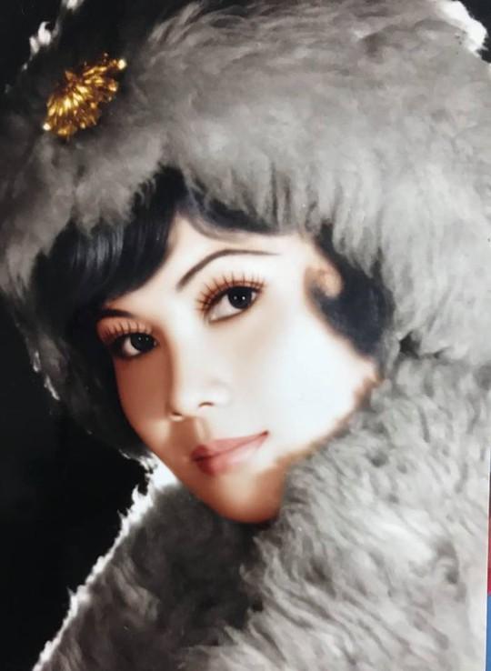 Cầu nguyện cho chồng, vợ NSƯT Giang Châu xuống tóc quy y - Ảnh 1.