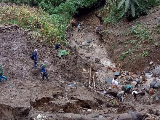 Sạt lở kinh hoàng ở Lai Châu: 12 người chết và mất tích, giao thông tê liệt hoàn toàn - Ảnh 2.
