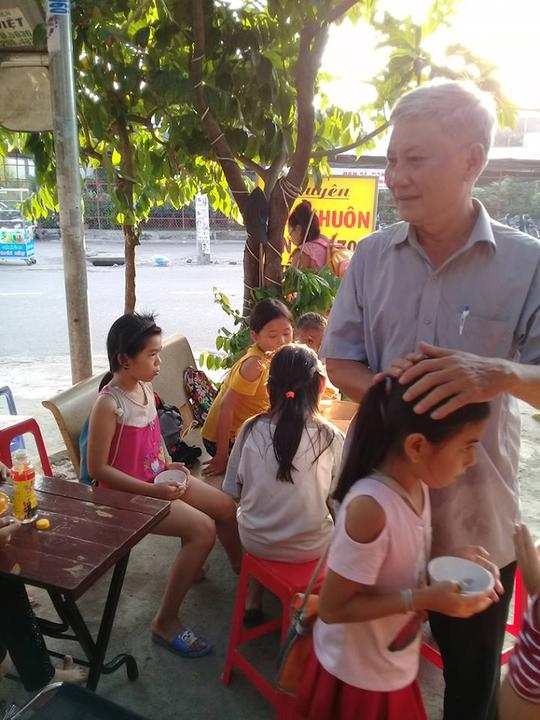 Nặng lòng với trẻ em nghèo - Ảnh 1.