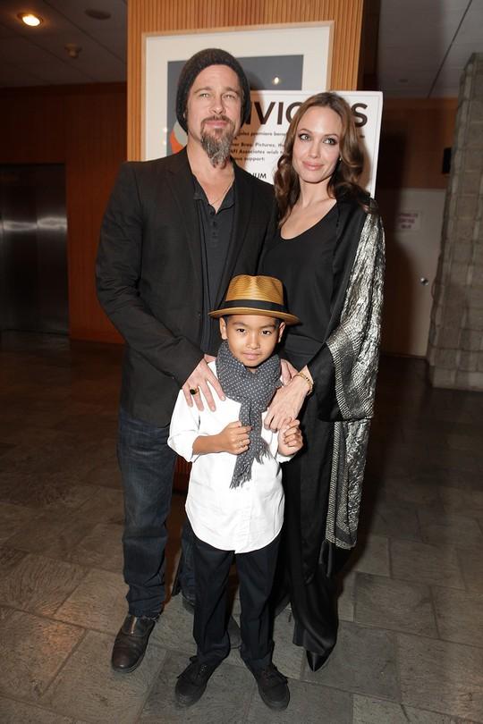 Maddox nhà Angelina Jolie đã tròn 17 tuổi, đẹp trai, lịch lãm - Ảnh 2.