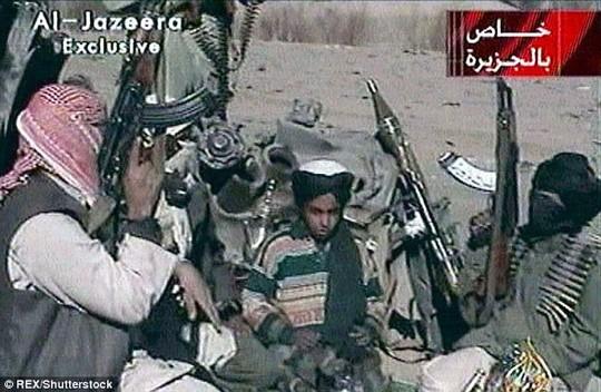 Con trai bin Laden lấy con gái kẻ chủ mưu vụ 11-9 - Ảnh 1.