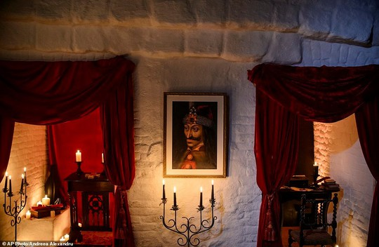 Bên trong lâu đài có thật của Bá tước Dracula - Ảnh 3.