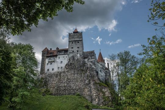 Bên trong lâu đài có thật của Bá tước Dracula - Ảnh 4.