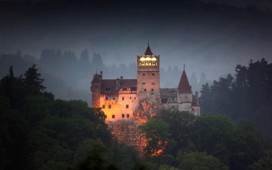 Bên trong lâu đài có thật của Bá tước Dracula - Ảnh 7.