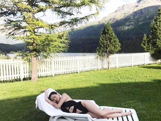 Thu Minh tái xuất tươi rói với bikini sau ồn ào nợ nần - Ảnh 2.