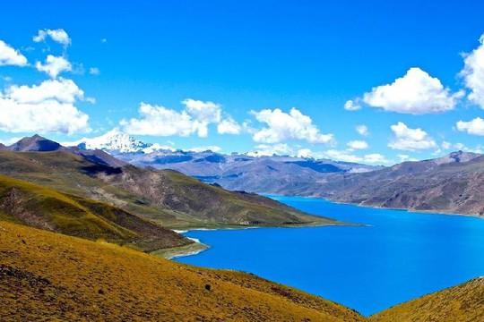 Ấn tượng với hồ lam ngọc trên đỉnh thiêng Tây Tạng - Ảnh 1.