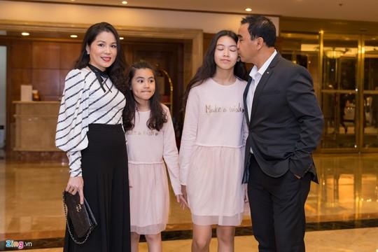 Sao Việt dự đám cưới con gái NSND Hồng Vân ở Sài Gòn - Ảnh 1.