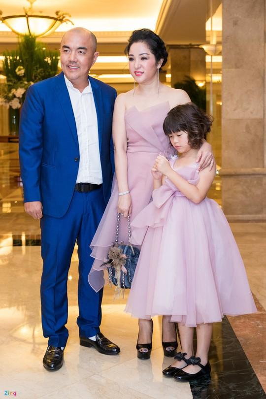 Sao Việt dự đám cưới con gái NSND Hồng Vân ở Sài Gòn - Ảnh 16.