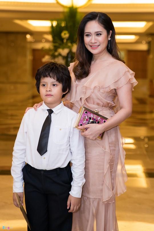 Sao Việt dự đám cưới con gái NSND Hồng Vân ở Sài Gòn - Ảnh 19.