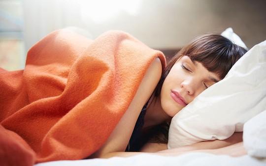 Tăng 56% nguy cơ đột quỵ vì… ngủ quá nhiều - Ảnh 1.