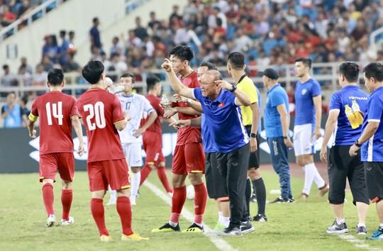 Tuyệt phẩm của Văn Đức giúp Olympic Việt Nam vô địch với thành tích bất bại - Ảnh 4.