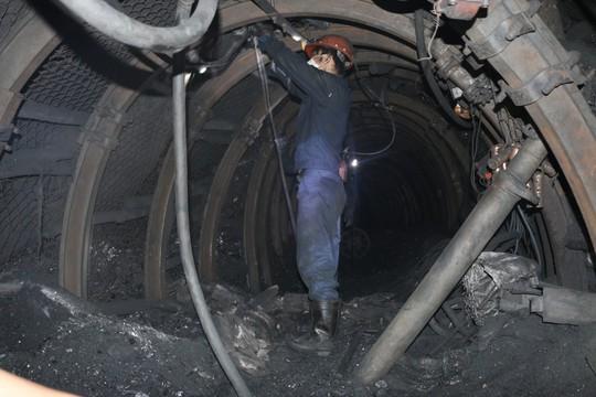 2 công nhân bị vùi lấp trong hầm lò - Ảnh 1.