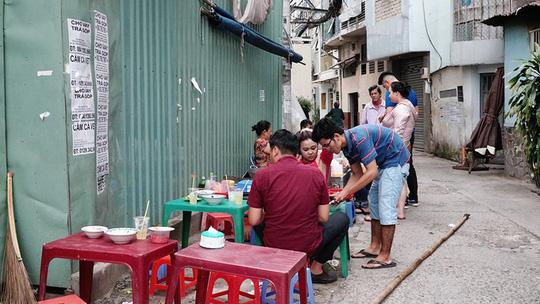 Quán bánh canh bán bò viên to như bóng tennis ở Sài Gòn - Ảnh 10.