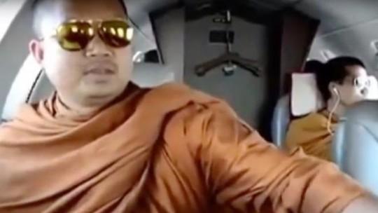 Bị kết án 114 năm, cựu nhà sư đại gia Thái Lan chỉ ở tù 20 năm - Ảnh 1.