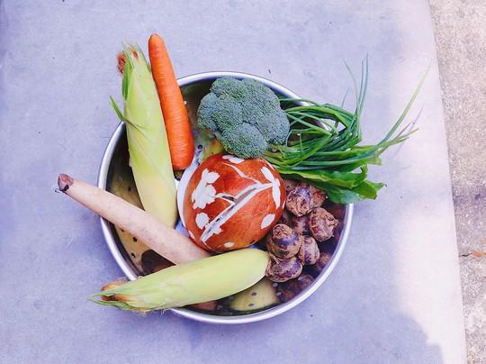 Canh chay sen dừa vừa ngon vừa trị bệnh - Ảnh 1.