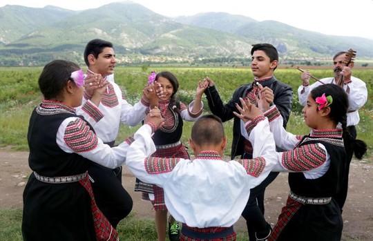 Thung lũng hoa hồng thơ mộng giữa núi đồi Bulgaria - Ảnh 12.