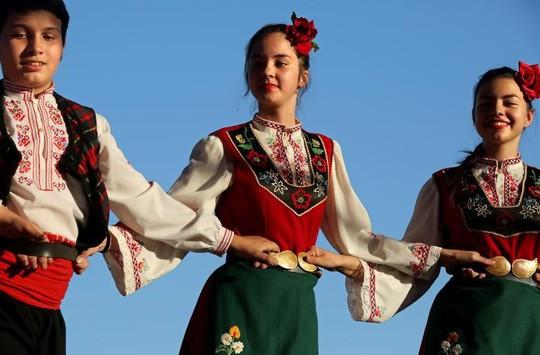 Thung lũng hoa hồng thơ mộng giữa núi đồi Bulgaria - Ảnh 10.