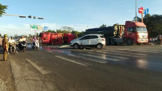 Xe cứu hỏa tông 3 ô tô khi đi chữa cháy - Ảnh 10.