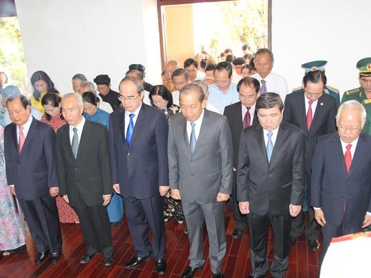 Lãnh đạo TP HCM dâng hương Chủ tịch Hồ Chí Minh - Ảnh 4.