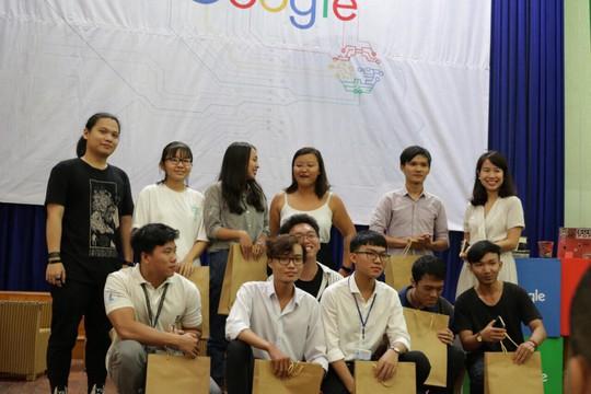 Sinh viên hào hứng giao lưu có chuyên gia Google - Ảnh 2.