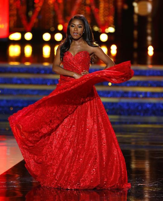 Cận cảnh cô gái đăng quang Tân hoa hậu Mỹ - Ảnh 9.