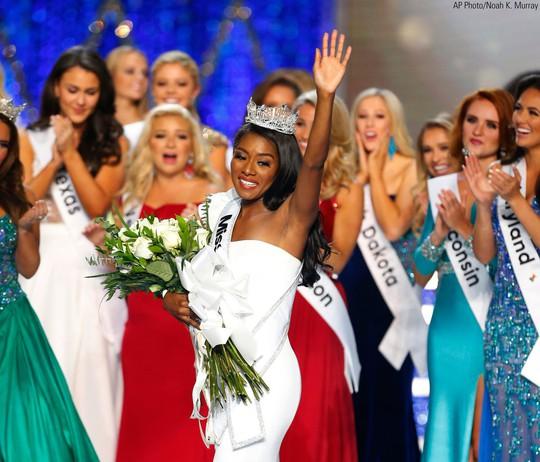 Cận cảnh cô gái đăng quang Tân hoa hậu Mỹ - Ảnh 5.