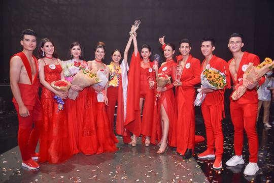 Hương Giang Idol đưa học trò đăng quang giải Vàng Siêu mẫu 2018 - Ảnh 1.