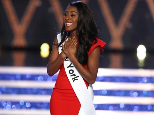 Cận cảnh cô gái đăng quang Tân hoa hậu Mỹ - Ảnh 8.